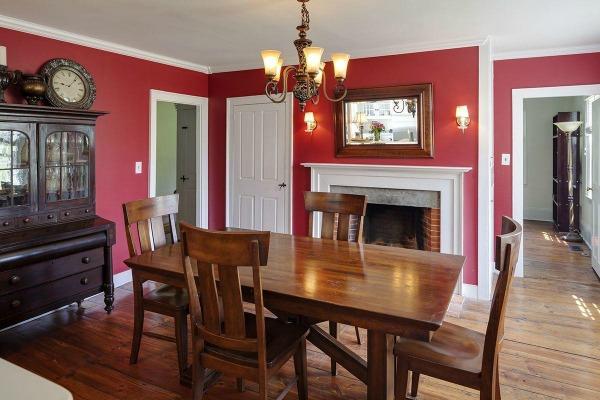 Mooi hoe ze de koloniale sfeer (de tijd en stijl van het huis heet ook Colonial) heeft weten te behouden.