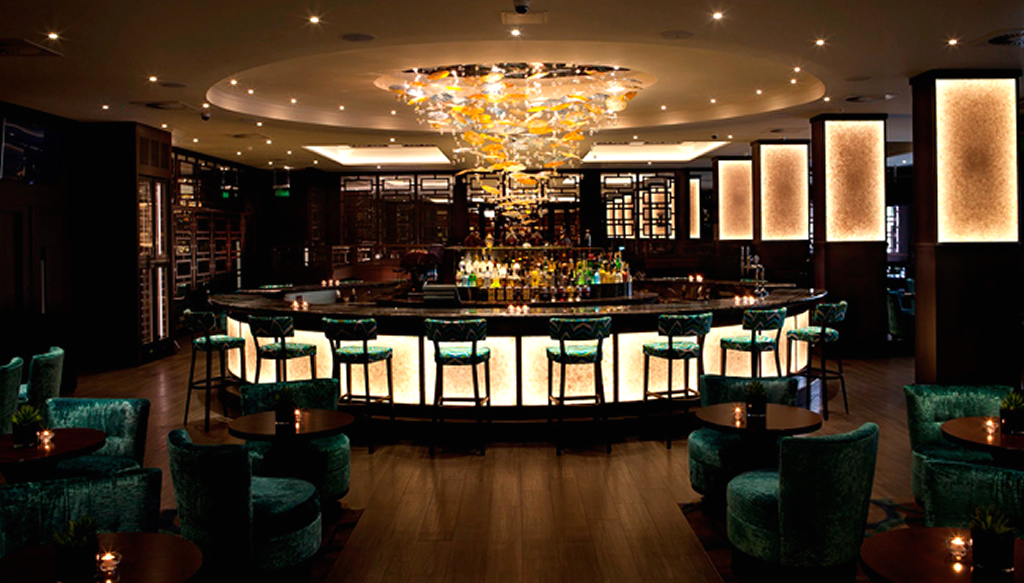 De Oceanic bar in het Radisson Edwardian Hotel Heathrow London