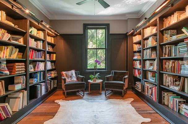 Heel fijn; een aparte bibliotheek / bron Image: Brown Harris Stevens via Dirt Variety